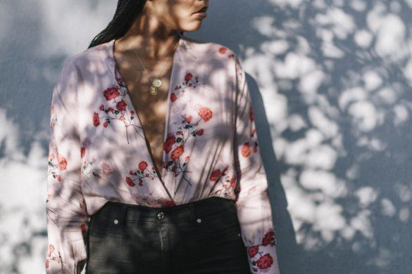 Los Angeles LA NYC blogger. Black fashion blogger. How to make money blogging. Faux leather beret. Zoe kravitz style braids. Red sunglasses. Silverlake photo shoot location