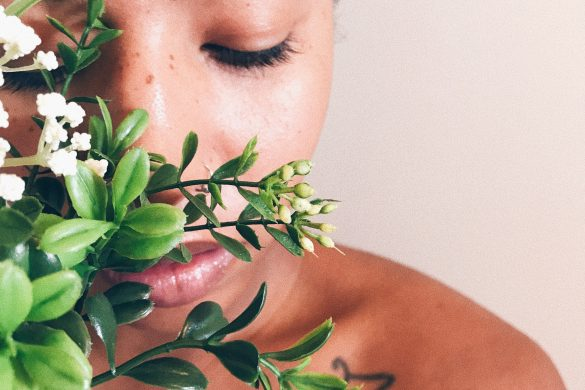 Tips for better skin. How to create a skincare routine. Skincare tips for black girls Floralux. Bioclarity review.
