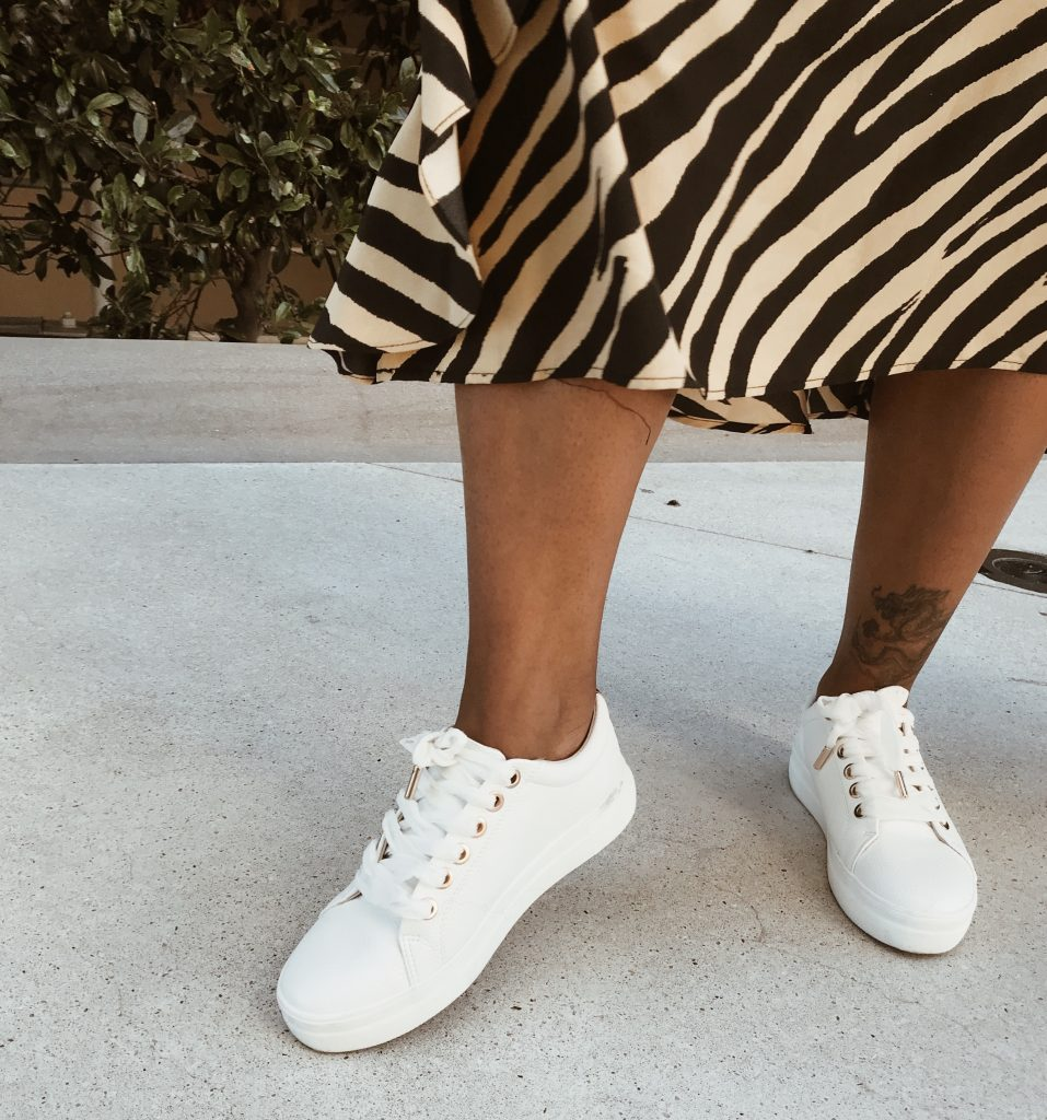 Fall white sneakers. Topshop dresses. How to wear a dress with sneakers.